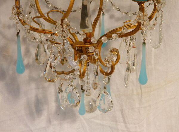 Lustre à pampilles bleues en verre et opaline XXe siècle