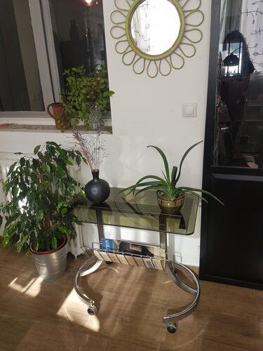 Table d'appoint en verre fumé porte-revue