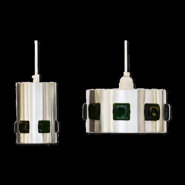 Paire de suspensions en aluminium brossé avec des prismes verts de verre Suède des années 1960