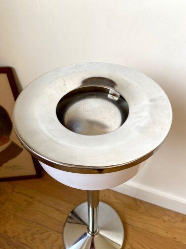Cendrier sur pied en aluminium chromé et tôle émaillée