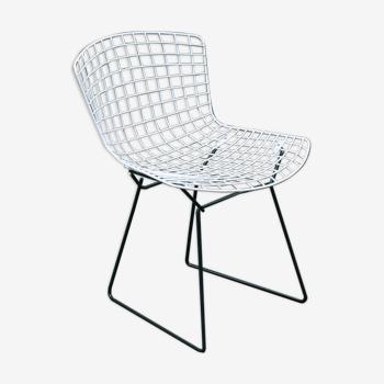 Chaise Wire noire et blanche de Harry Bertoia edition Knoll