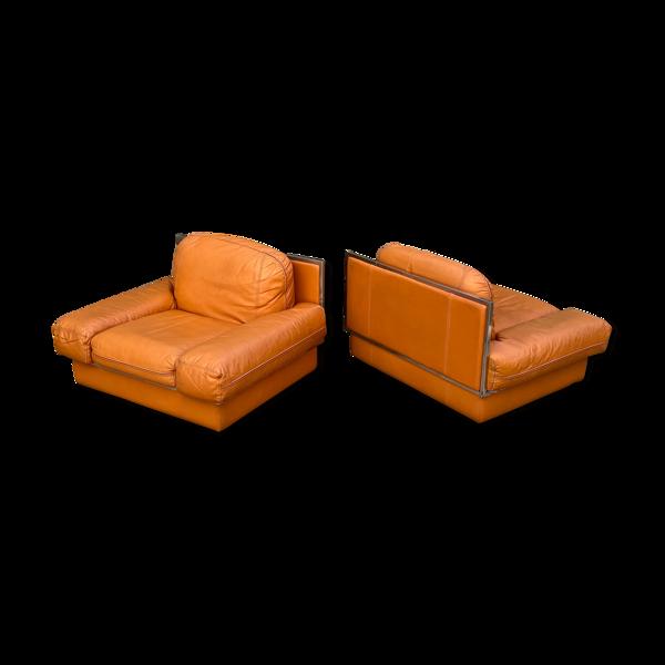 Paire de fauteuils club en cuir par Steiner France