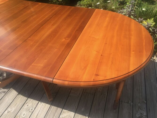Table ronde extensible en merisier
