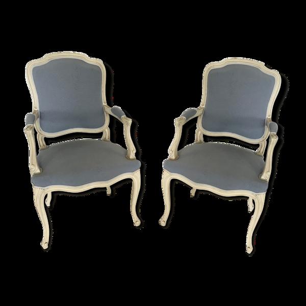 Paire de fauteuils de style Louis XV à dos plat en bois peint et tissu