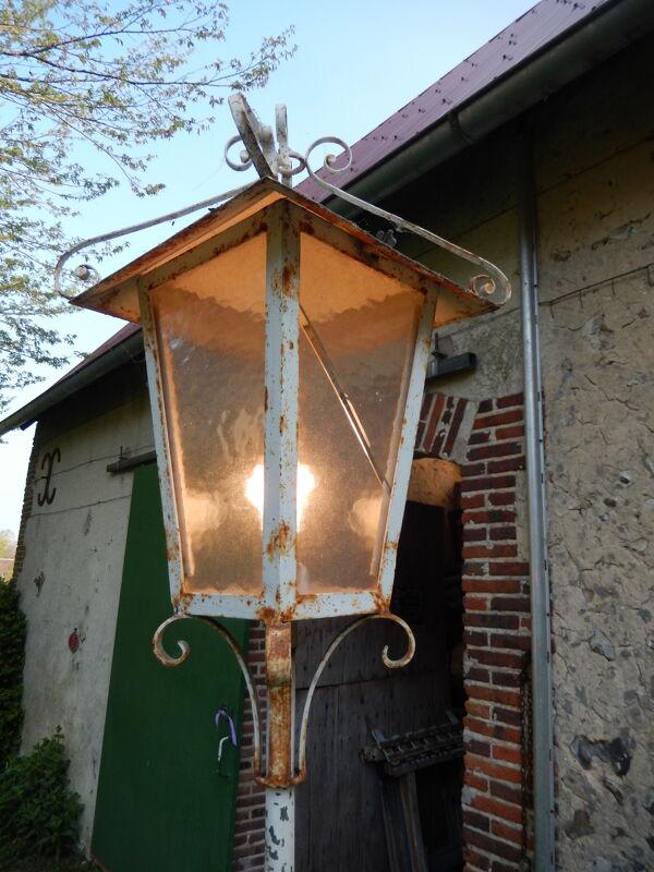 Lampadaire extérieur vintage année 1960. Electrifié. Longueur de prise 320  .Hauteur 220 cm.
