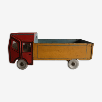 Camion ancien en bois