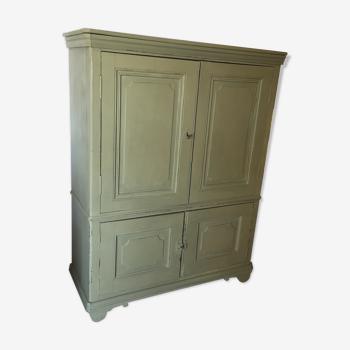 Meuble armoire patiné vert de gris