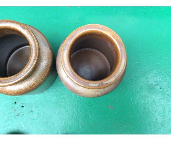 Series of 2 sandstone jars