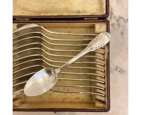 Série de 12 cuillères à dessert, métal argenté