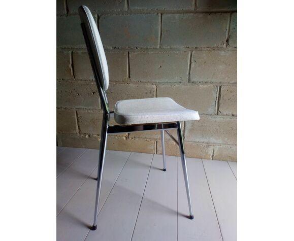 Paire de chaises chrome et skaï blanc 1960