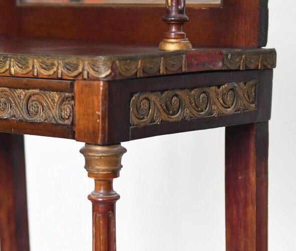 Meuble d'appui de style Louis XVI