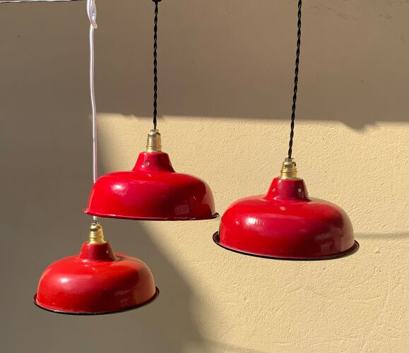 Hanging vintage enamelled sheet red and white light old new thread