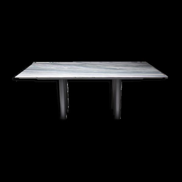 Table par Pia Manugrey & purple