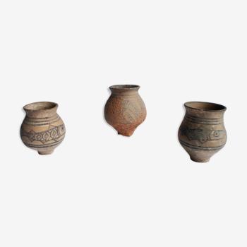 Trois pots antiques de vallée d'indus