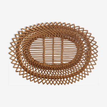 Vintage basket in braided wicker.