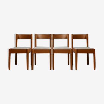 Ensemble de quatre chaises à manger danoises du milieu du siècle