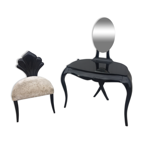 Coiffeuse et sa chaise