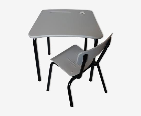 Bureau d'école et sa chaise ancien relooké