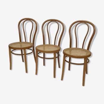 Ensemble de trois chaises de bistrot vintage en bois et sangle