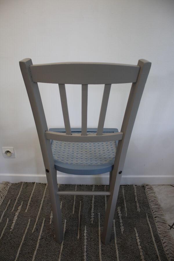 Chaise bistrot bleue et grise