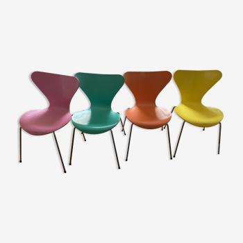 Chaises serie 7 d'Arne Jacobsen  de 1995
