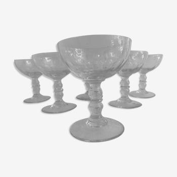 6 coupes à champagne anciennes en verre taillé à facettes