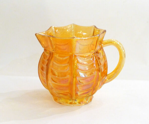 Pichet en verre orange irisé