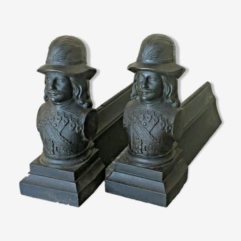 Paire de chenets andirons de cheminée en fonte Camion Frères