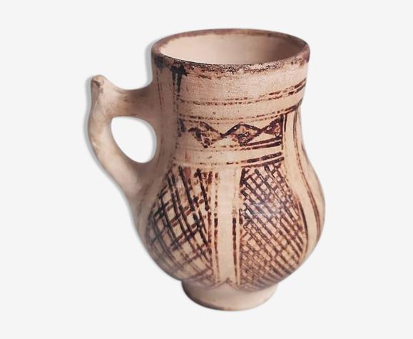 Vase en argile, motifs géométriques