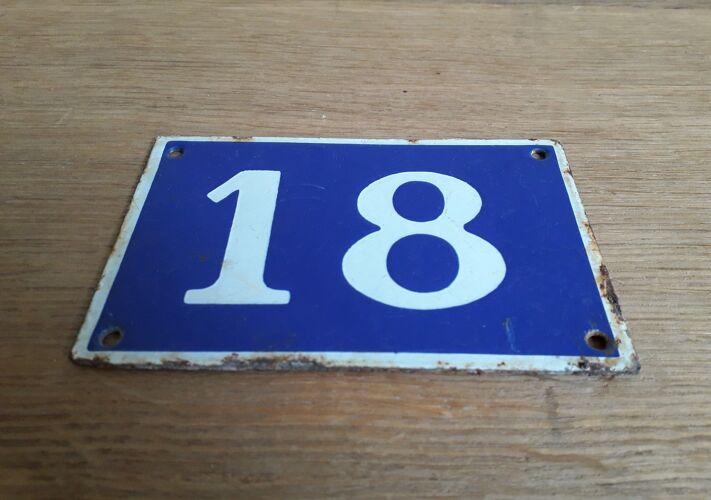 Plaque de rue numéro 18 en tôle émaillée