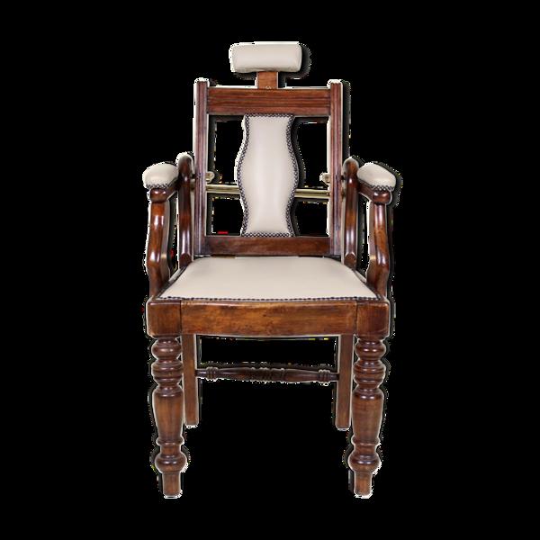 Chaise de barbier ancienne en acajou sculpté et réglable