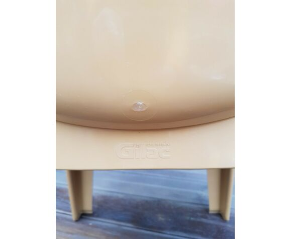 Chaise design vintage en plastique moulé