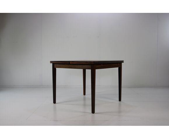 Table à manger carrée de bois de rose de conception danoise