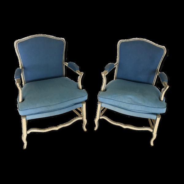 Paire de fauteuils de style provençal en bois peint et tissu