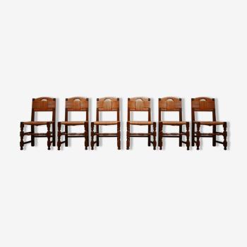 Ensemble de huit chaises à manger