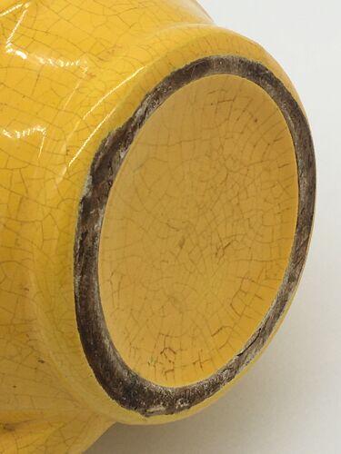 Pichet ancien jaune