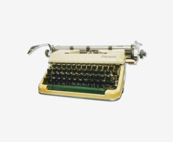 Machine à écrire Olympia SM4 DeLuxe