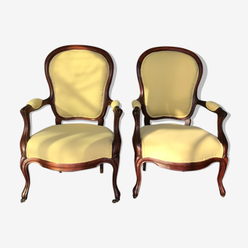 Paire de fauteuils medaillon Louis XV
