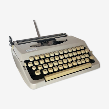 Mechanical typewriter JAPY L.72 vintage 1970s
