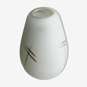 Tulipe Art Déco, verre opalin blanc à lignes dorées, forme de fleur ovoïde à 4 pétales