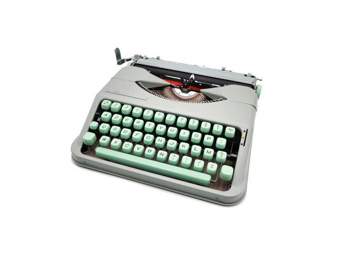 Machine à écrire Hermes Baby Rocket vert tilleul révisée ruban neuf
