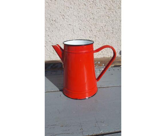 Vintage coffee maker in red enamelled sheet metal