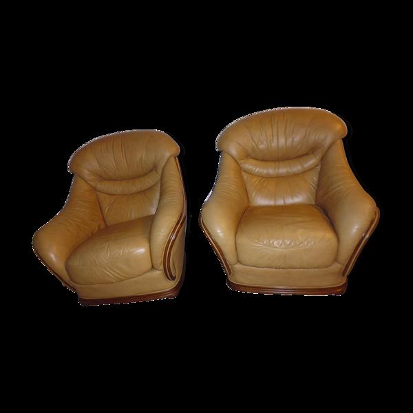 Paire de fauteuils en cuir des années 70