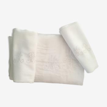 Nappe et serviettes de table anciennes monogrammes M R