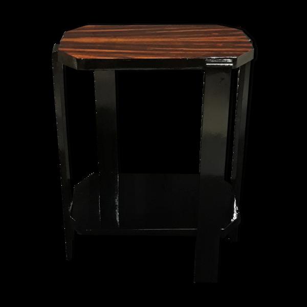 Table d'appoint avec placage exotique et finition epoxy