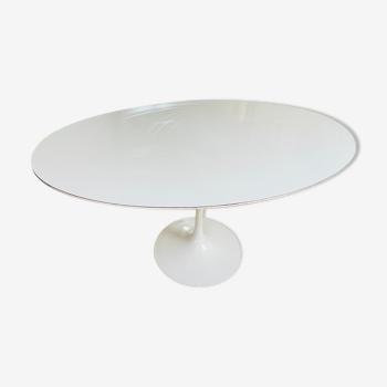 Tulip oval table by Eero Saarinen edition Knoll