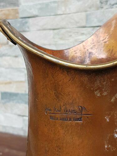 Cruche en cuivre signée par Jean-Paul theveunot