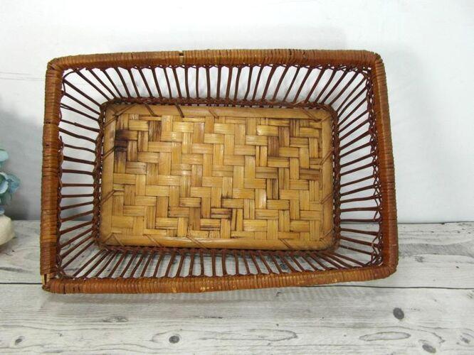 Panier tressé en bambou vintage