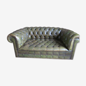 canapé Chesterfield cuir vert bronze 2 places