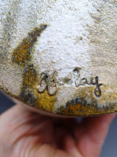 Pichet en grès signé Accolay vers 1970